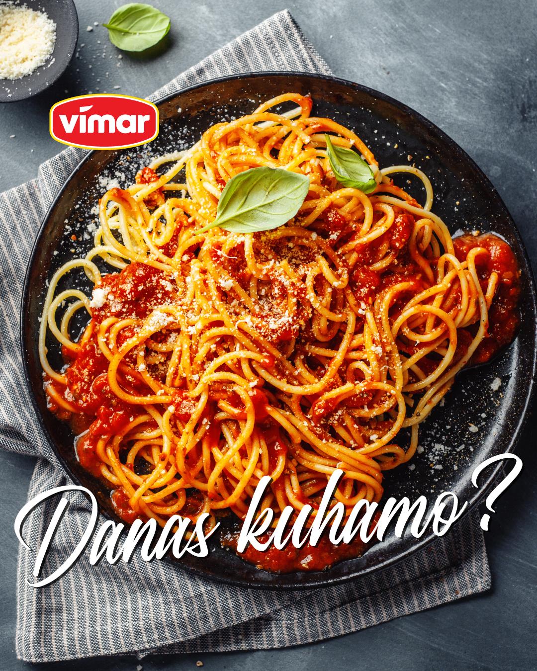 Spaghetti s Bolognese umakom.